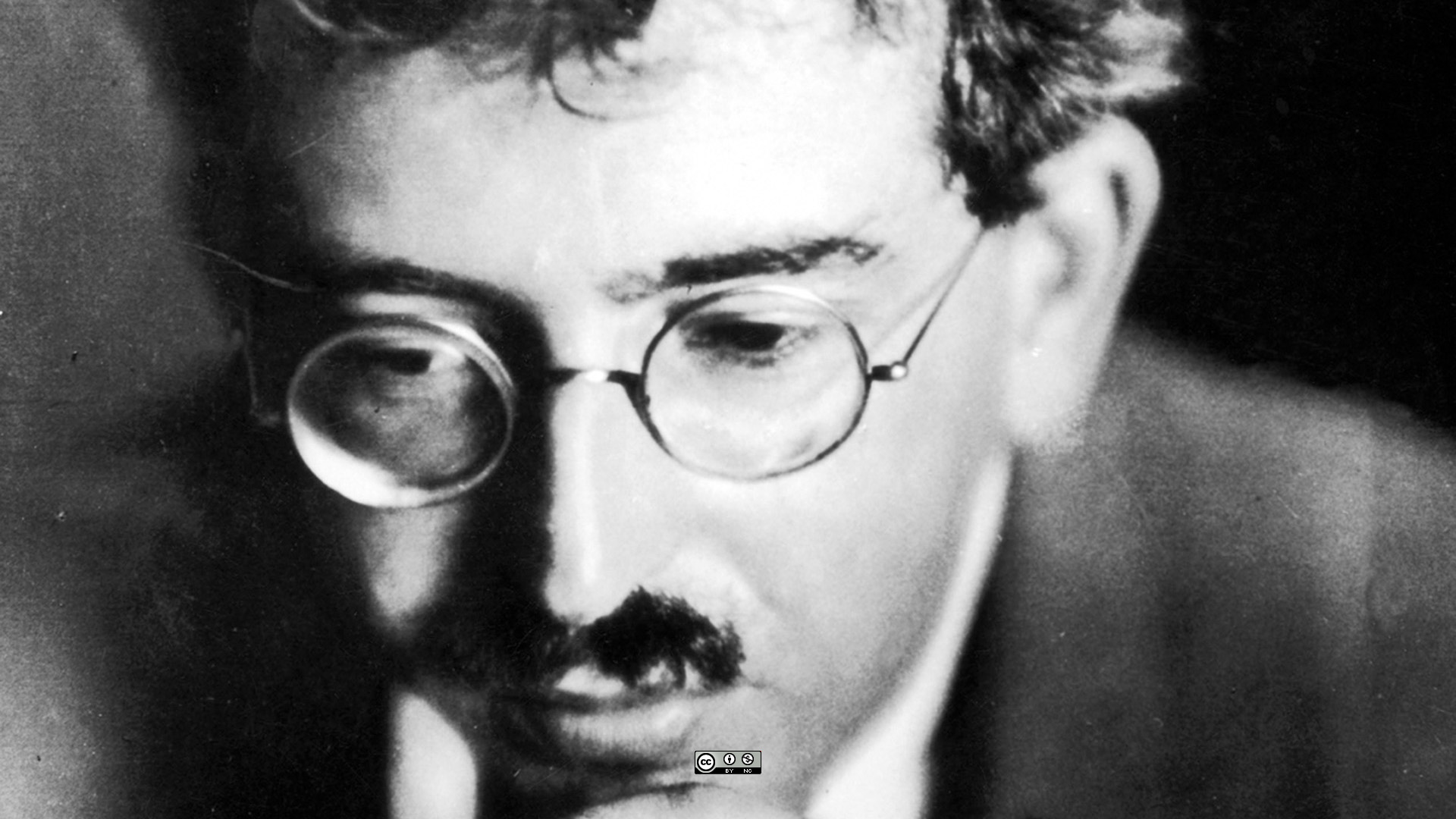 Walter Benjamin on glass and architecture